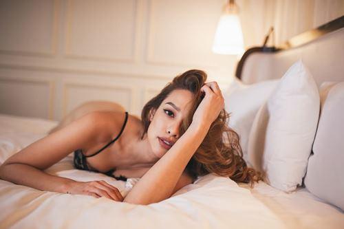 """Anh em """"phát sốt"""" với mỹ nhân độc thân sexy nhất làng mẫu - 2"""