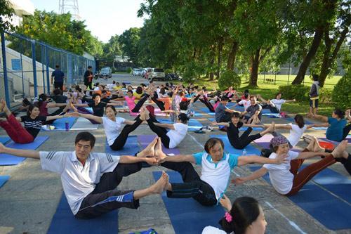 Tăng cường sức khỏe cặp đôi cùng Yoga - 1