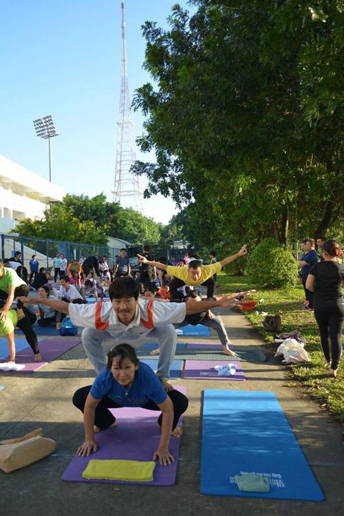 Tăng cường sức khỏe cặp đôi cùng Yoga - 2