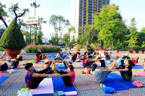 Tăng cường sức khỏe cặp đôi cùng Yoga - 4