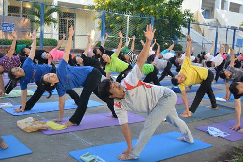 Tăng cường sức khỏe cặp đôi cùng Yoga - 6