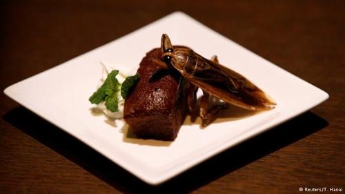 """""""Ngã ngửa"""" với món ăn kỳ quặc nhất ngày 14/2 ở Nhật - 1"""