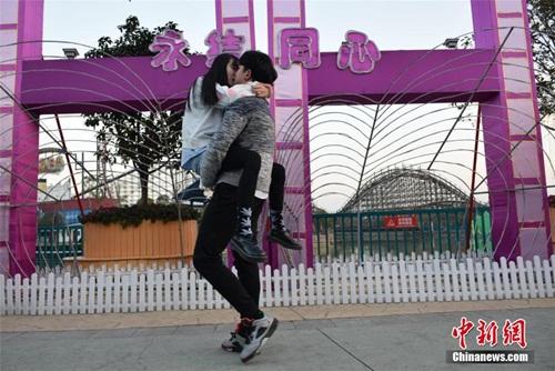 Nóng bỏng cuộc thi hôn của giới trẻ Trung Quốc - 2