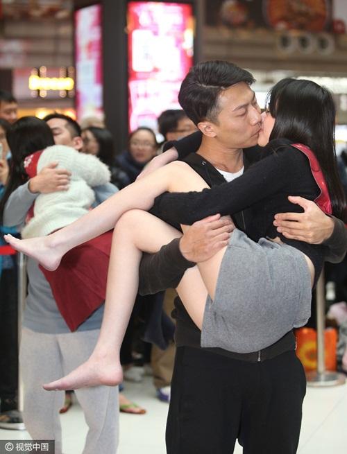 Nóng bỏng cuộc thi hôn của giới trẻ Trung Quốc - 4