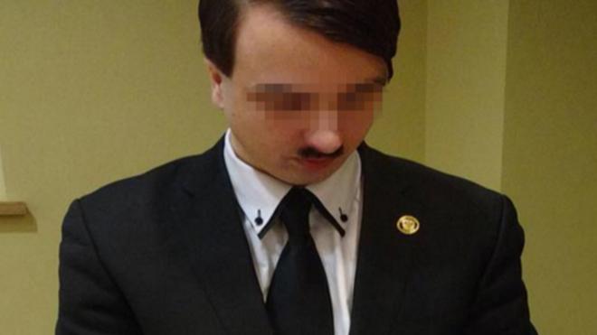Áo: Bắt giữ người đàn ông giống y xì Hitler - 1