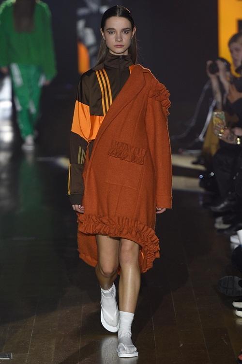 """""""Choáng""""với áo dài Việt phối vest lên sàn diễn thế giới - 6"""