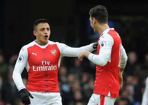 Arsenal đấu Bayern: Thành bại ở bài toán Ozil - Sanchez - 1