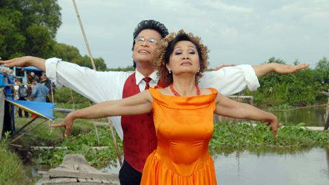 Vì sao nghệ sĩ Việt phải diễn cảnh hạnh phúc trước công chúng? - 4