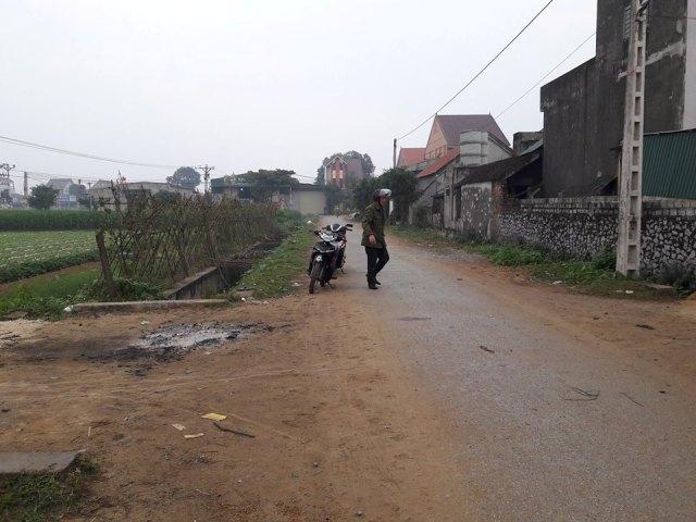 Trai làng chém nhau, 3 người nhập viện cấp cứu - 1