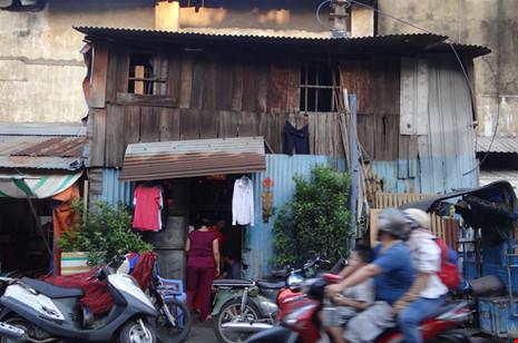 Cận cảnh nhà 15m2 xập xệ có 23 nhân khẩu ở Sài Gòn - 1