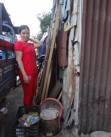 Cận cảnh nhà 15m2 xập xệ có 23 nhân khẩu ở Sài Gòn - 2