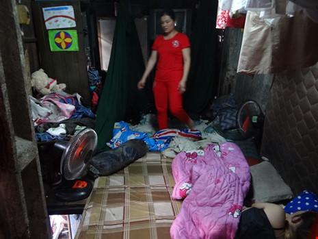 Cận cảnh nhà 15m2 xập xệ có 23 nhân khẩu ở Sài Gòn - 4