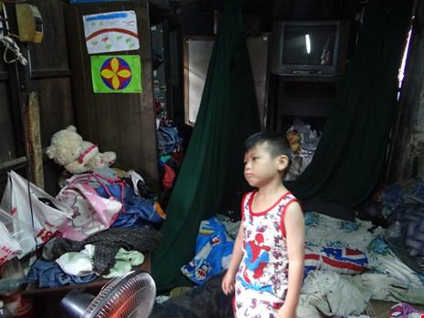 Cận cảnh nhà 15m2 xập xệ có 23 nhân khẩu ở Sài Gòn - 6