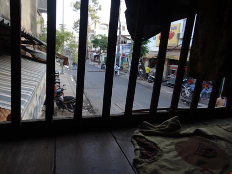 Cận cảnh nhà 15m2 xập xệ có 23 nhân khẩu ở Sài Gòn - 7