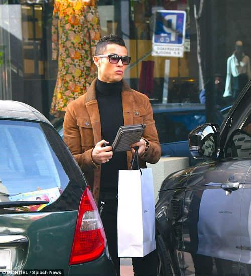 """Ronaldo """"săn"""" hàng hiệu tặng bạn gái quà Valentine - 3"""