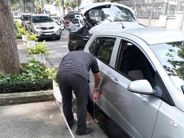 TP.HCM: Bị phạt vì tè bậy, tài xế nói mình là Việt kiều - 1