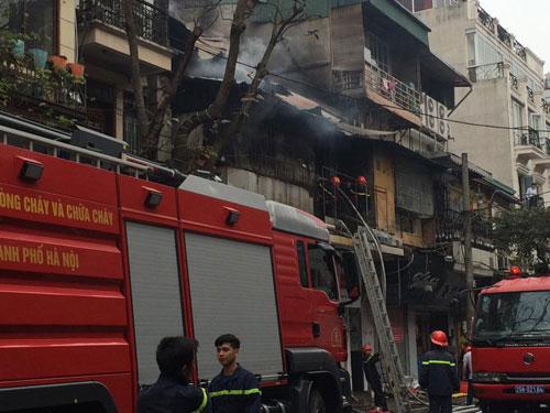 Cháy lớn ở phố cổ Hà Nội, một người tử vong - 2