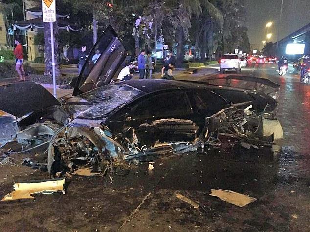 Thái Lan: Mượn siêu xe 25 tỉ, phá tan tành trong chốc lát - 1