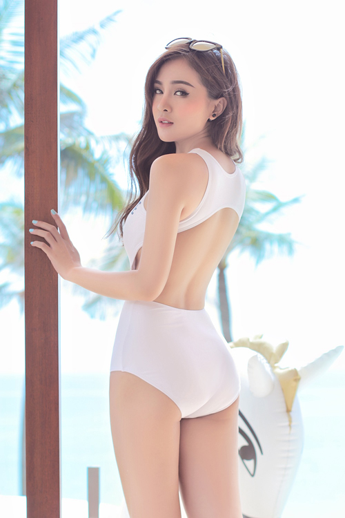 """Hot girl 9X diện bikini cực sexy """"rũ lụa"""" trên cát bỏng - 6"""