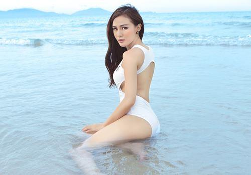 """Hot girl 9X diện bikini cực sexy """"rũ lụa"""" trên cát bỏng - 8"""
