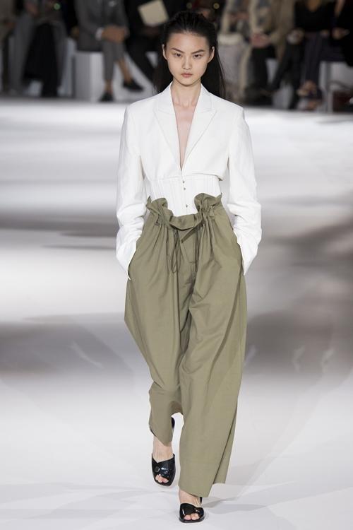 Kiểu mốt dành cho những nàng lười mặc quần - 4