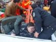 Thanh niên 2 tạ ngã ra đất, 20 người hì hục 2 tiếng đỡ dậy