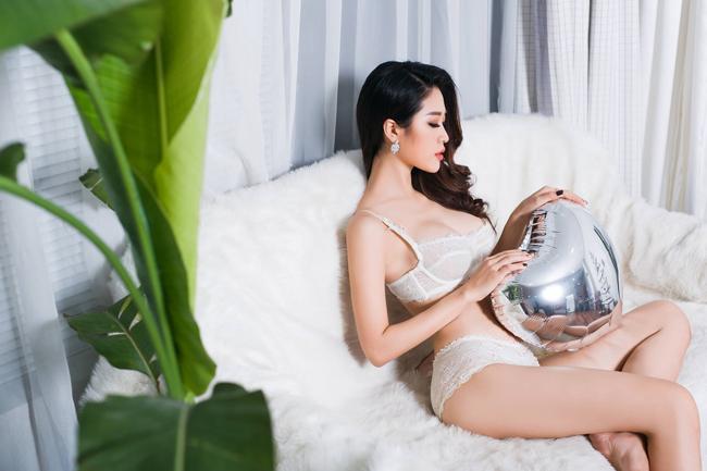 Người đẹp Cẩm Nhung là một gương mặt không mới trong làng showbiz Việt bởi cô từng góp mặt trong nhiều đĩa hài Tết hay các sự kiện trình diễn thời trang.