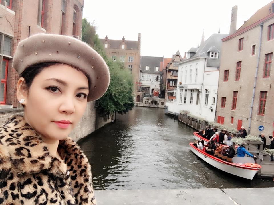 Chị gái xinh đẹp, đi khắp nơi của Hồ Quỳnh Hương - 3
