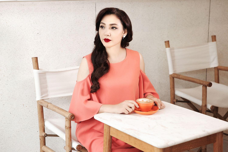 Chị gái xinh đẹp, đi khắp nơi của Hồ Quỳnh Hương - 12