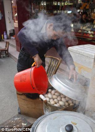 Trứng luộc nước tiểu – đặc sản kinh dị của Trung Quốc - 8
