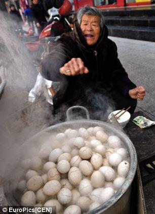 Trứng luộc nước tiểu – đặc sản kinh dị của Trung Quốc - 7