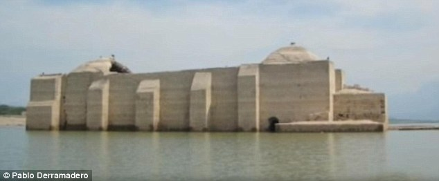 Mexico: Nhà thờ cổ 500 năm từ dưới đập nước…chui lên - 1