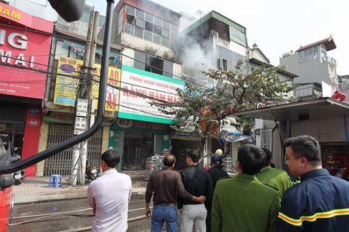 Cháy rụi chuồng cọp 3 tầng giữa Thủ đô, cả khu phố náo loạn - 1