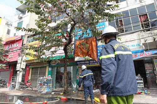 Cháy rụi chuồng cọp 3 tầng giữa Thủ đô, cả khu phố náo loạn - 4