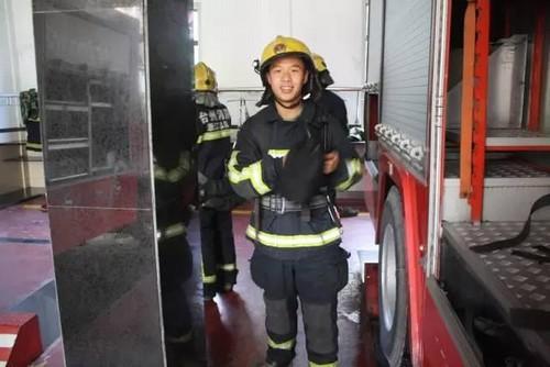 """Chàng lính cứu hỏa nổi tiếng nhờ """"tô mì khổng lồ"""" giờ ra sao? - 4"""
