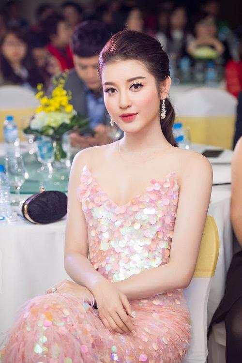 """Á hậu Huyền My, Tú Anh diện đầm trễ nải """"đốt mắt"""" fan - 4"""