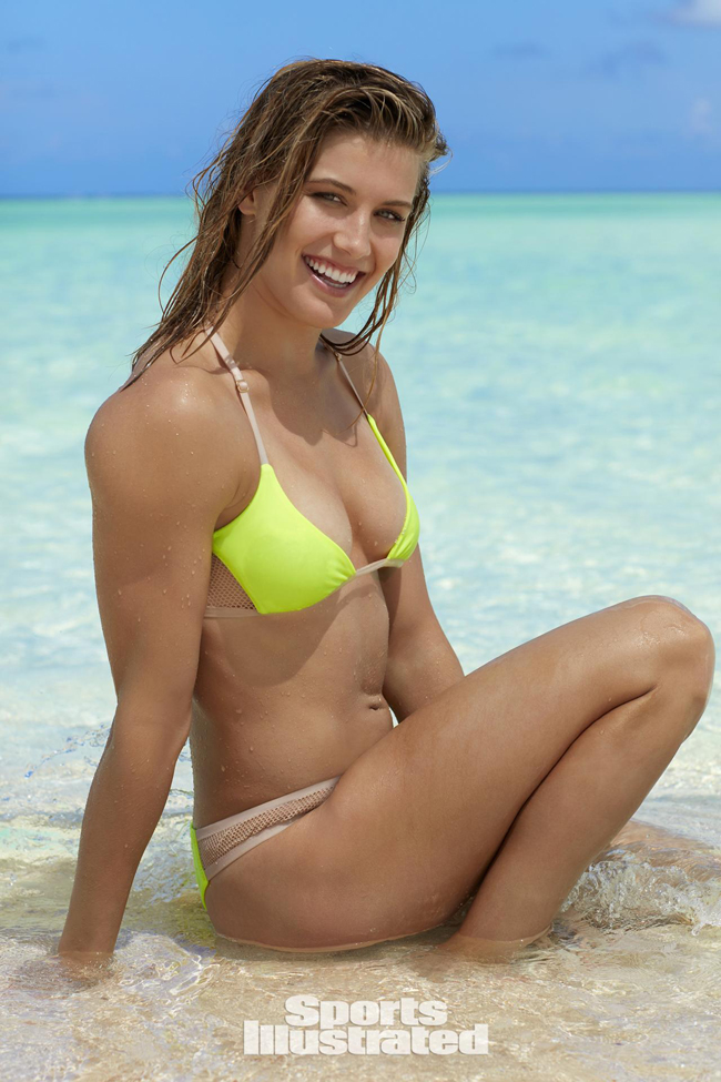 Tay vợt xếp hạng 44 người Canada nổi bật với bikini hai mảnh.
