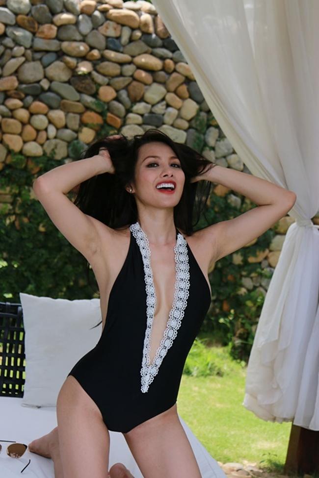 """Yaya Trương Nhi từng là một trong 5 nàng tiên gây sốt màn ảnh nhỏ trong bộ phim hài Tết 2013 của Hoài Linh  """" Nhà có 5 nàng tiên """" ."""