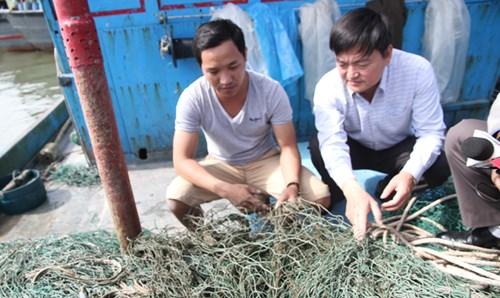"""Điều tra hiện tượng """"bùn lạ"""" như keo mắc lưới ngư dân Quảng Trị - 2"""