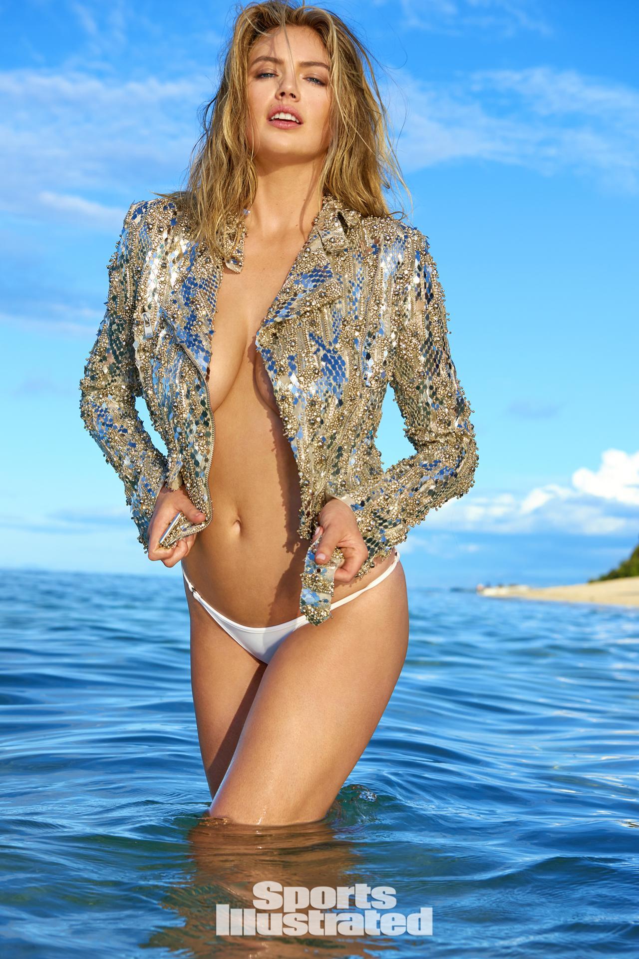 """Siêu mẫu áo tắm """"đắt nhất hành tinh"""" nóng bỏng trên đảo vắng - 1"""