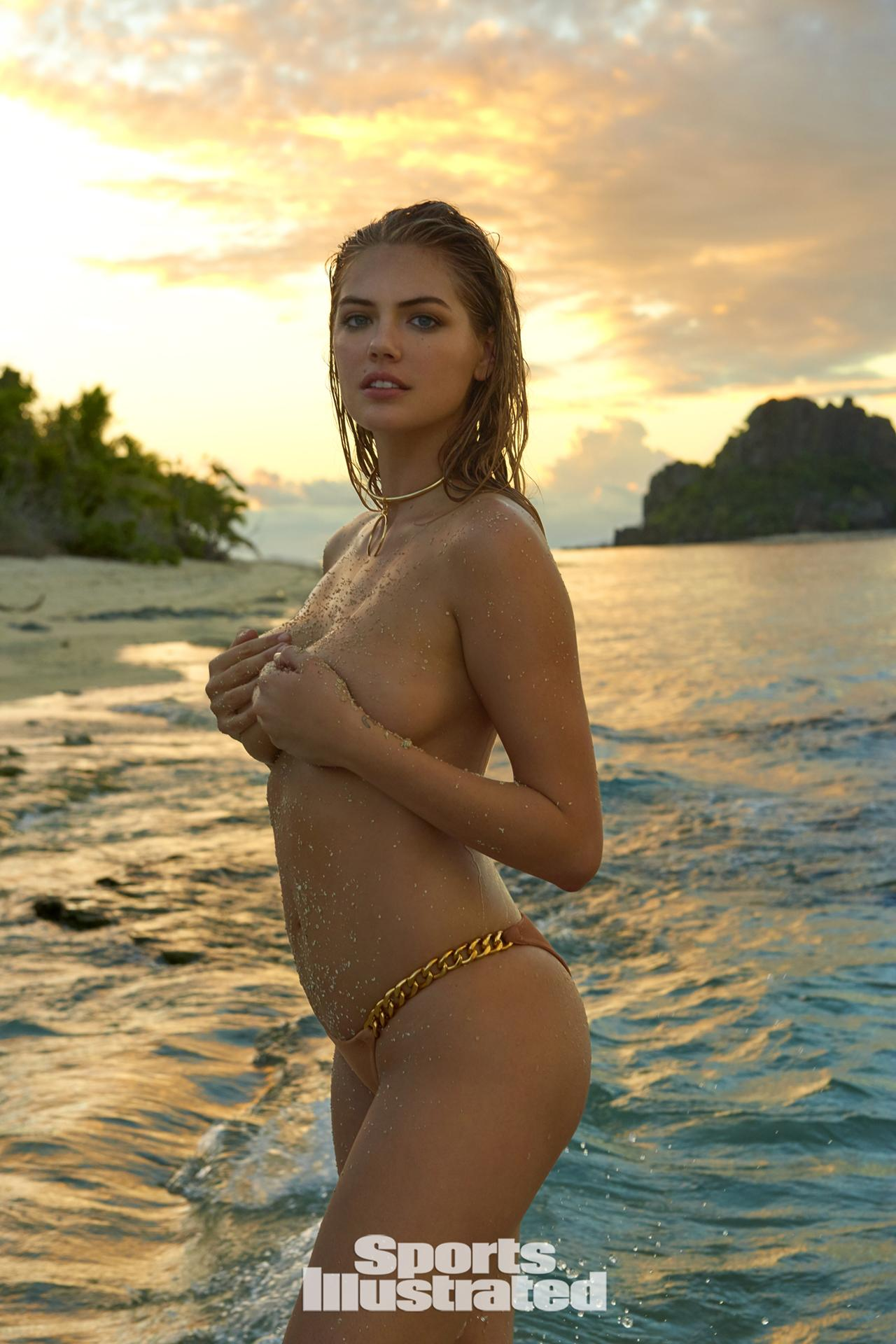 """Siêu mẫu áo tắm """"đắt nhất hành tinh"""" nóng bỏng trên đảo vắng - 7"""