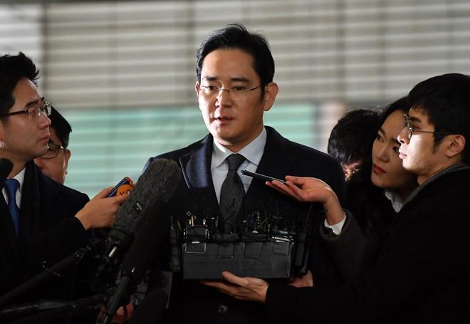 Phó Chủ tịch Samsung bị bắt vì tội đưa hối lộ - 2
