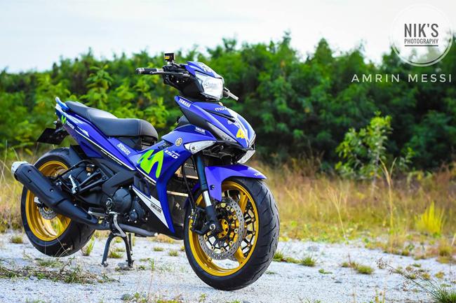 Những tay chơi xe tại Indonesia vừa cho ra mắt phiên bản độ của chiếc Jupiter Mx King 150 (hay còn gọi là Exciter 150 tại Việt Nam) theo phong cách đội đua Movistar Yamaha.