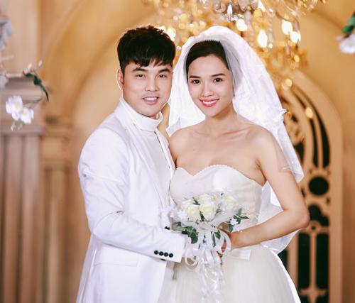 Vợ chồng Ưng Hoàng Phúc ngọt ngào diễn cảnh cưới - 1