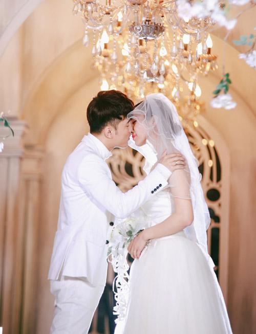 Vợ chồng Ưng Hoàng Phúc ngọt ngào diễn cảnh cưới - 3
