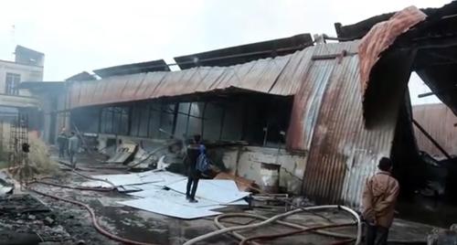 Khói lửa bao trùm xưởng mộc vùng ven Sài Gòn - 3