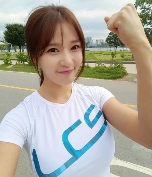 10 bóng hồng hot nhất trên Facebook Hàn Quốc tuần qua - 4