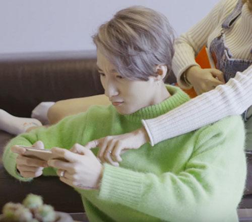 """Sơn Tùng """"đụng độ"""" Lee Min Ho, ai mặc chất hơn? - 1"""