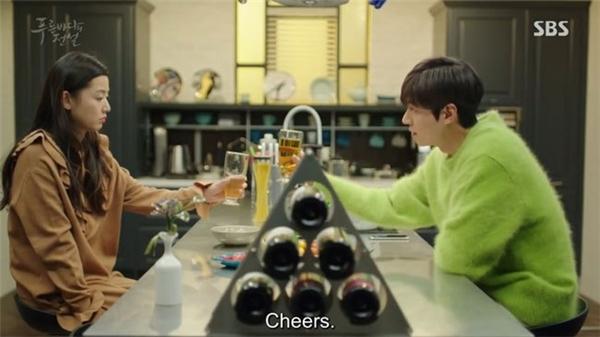 """Sơn Tùng """"đụng độ"""" Lee Min Ho, ai mặc chất hơn? - 4"""