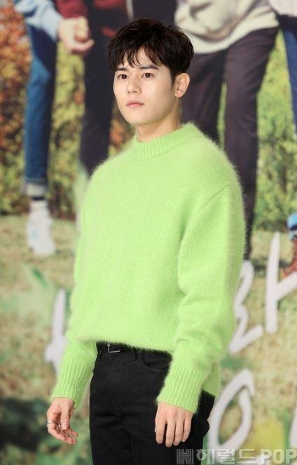 """Sơn Tùng """"đụng độ"""" Lee Min Ho, ai mặc chất hơn? - 10"""
